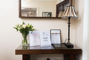 self-catering-belfast-console_table_hallway_photo